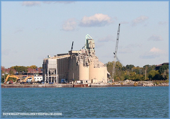 Silos Coming Down – Photo Du Jour – October 17, 2005